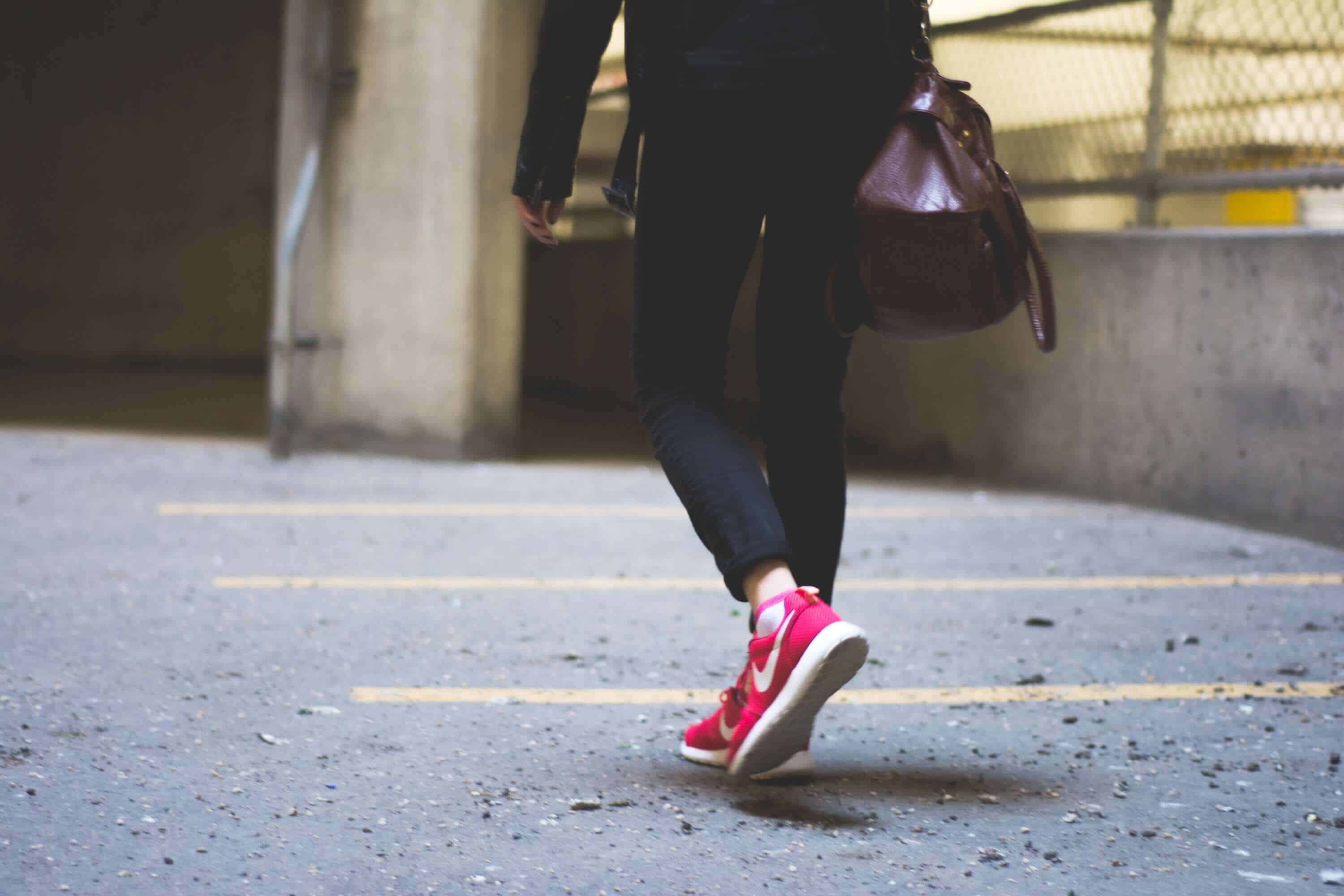 GYM BAG ESSENTIALS - 8 ITEMS YOU MUST HAVE