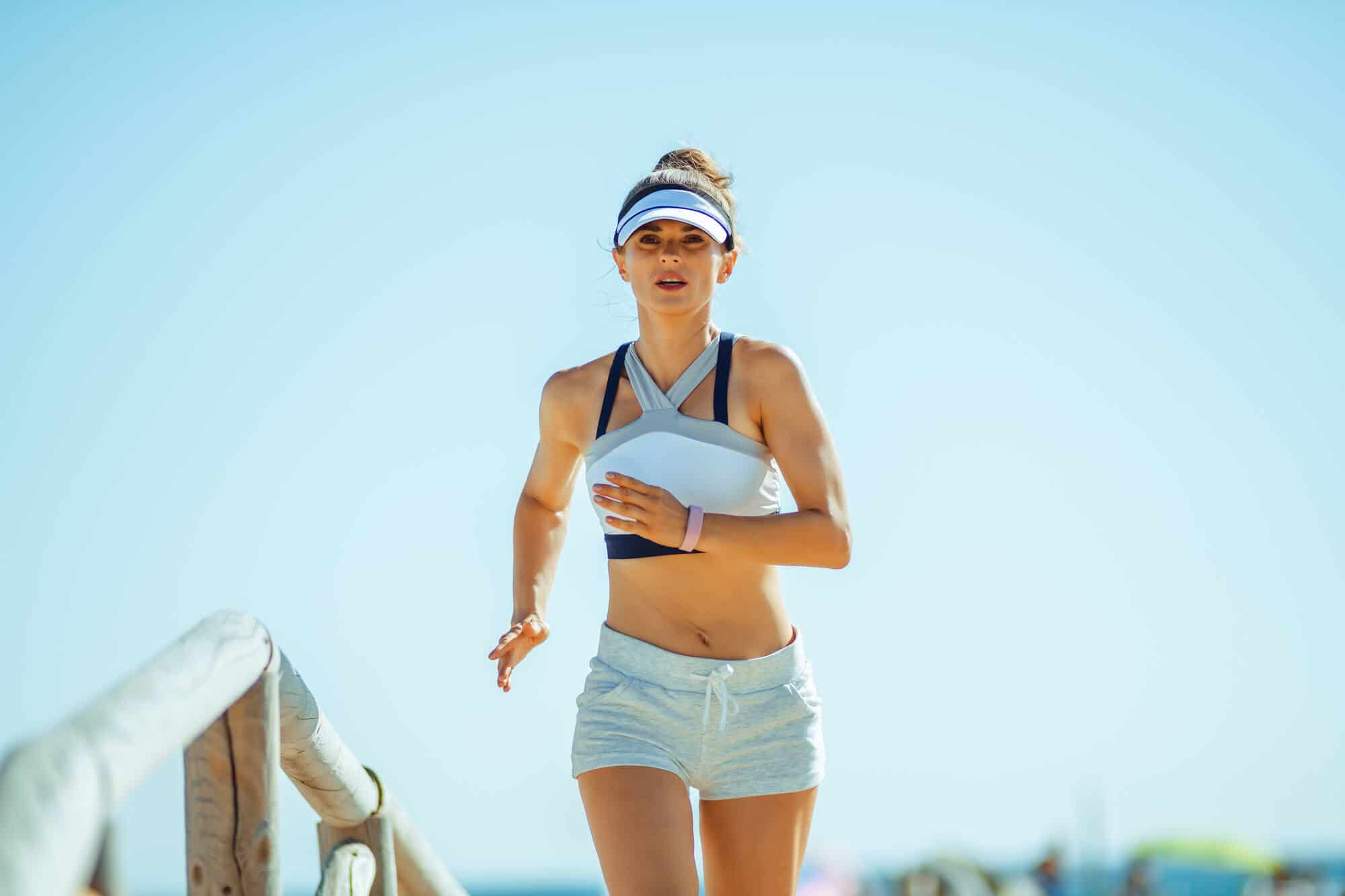 Benefits of Running in the Morning + Early Morning Workout Tips