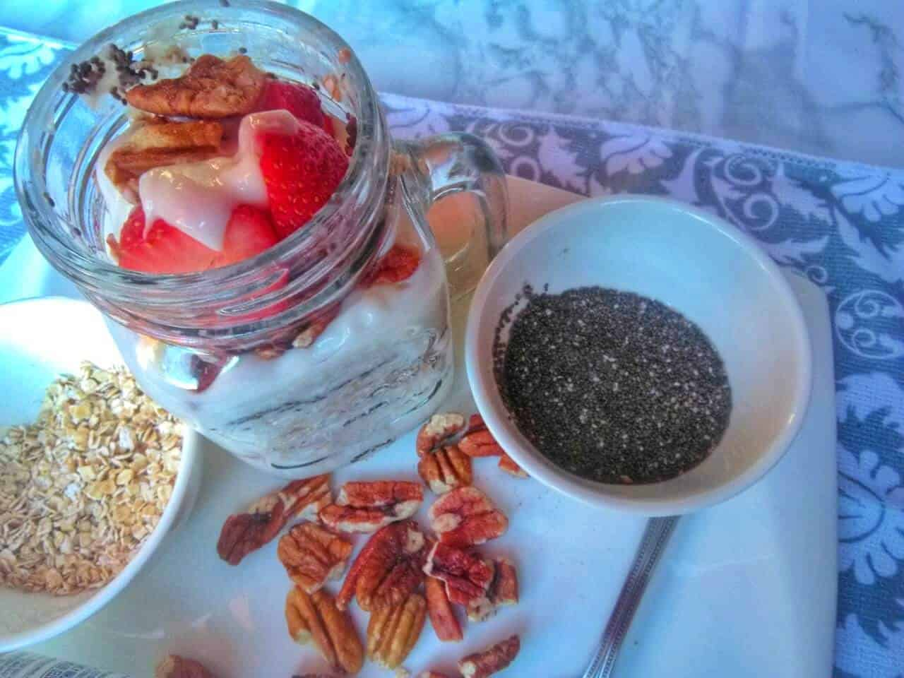strawberry banana overnight oats with chia
